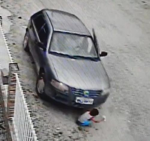 ребёнок выжил под машиной