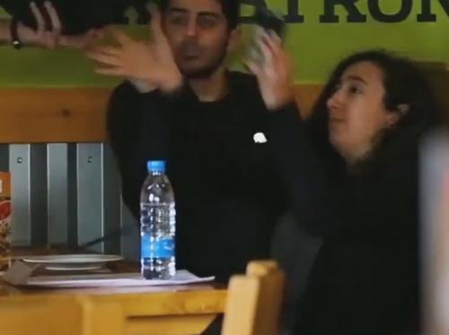 официанты шутят над клиентами