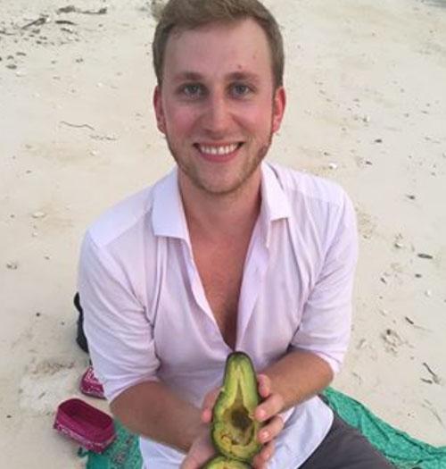 обручальное кольцо в авокадо