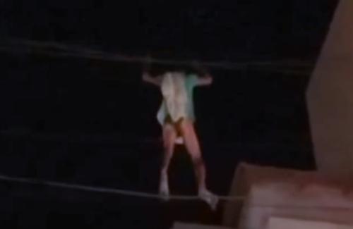 гимнастическое шоу на проводах