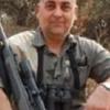 фото охотника с бабуином