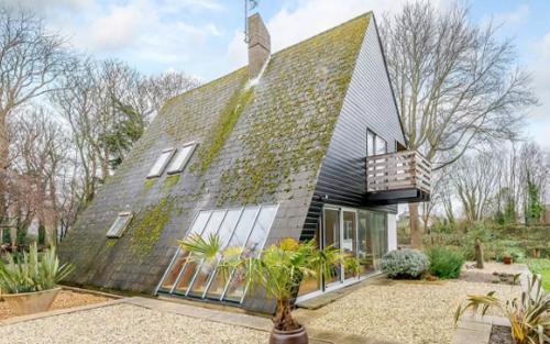 дом пирамидальной формы