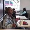 бездомный в ресторане