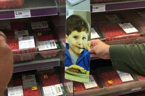 реклама с мальчиком в магазине