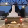 неприличная снежная скульптура