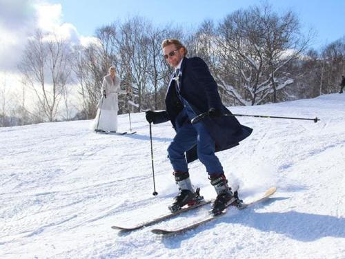 необычная снежная свадьба