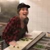работница плюнула в еду