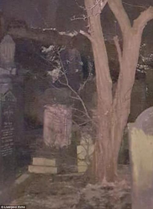 призрак солдата гулял по кладбищу