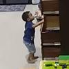 шкаф упал на мальчика