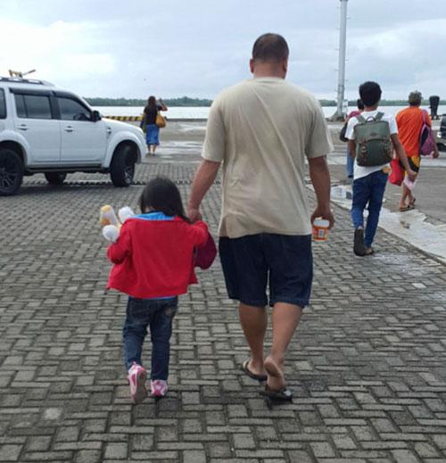 тайные фотографии отца и дочери