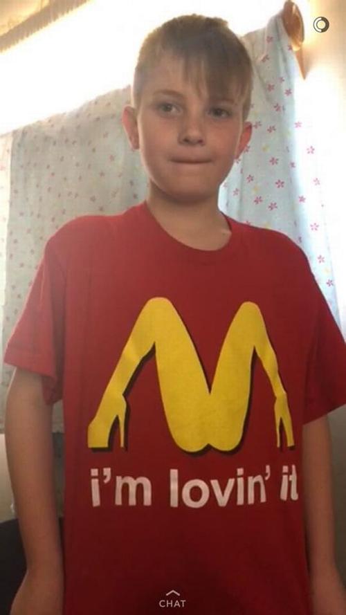 сын в неприличной футболке