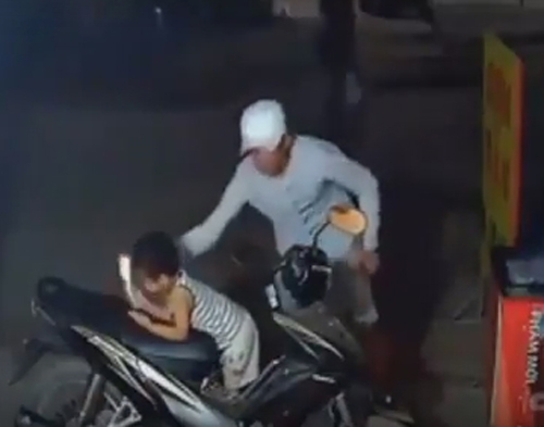 вор украл телефон у малыша
