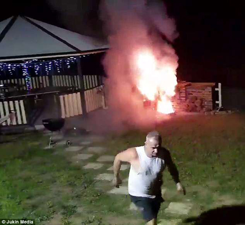 любитель барбекю получил ожоги