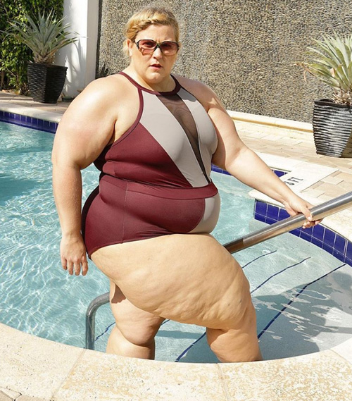 плюс сайз фотосессия в купальнике