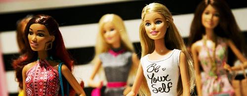 у куклы барби есть фамилия