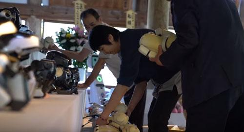 траурная церемония для роботов
