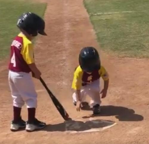 смешной стиль игры в бейсбол