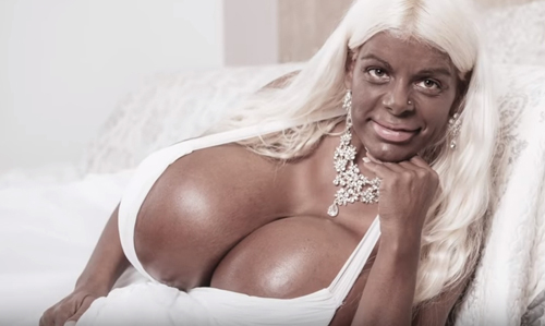 модель стала чернокожей