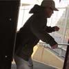 мужчина разгневался на автомат