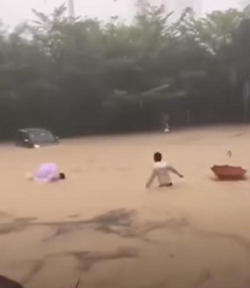 женщина с ребёнком чуть не утонула