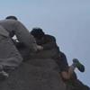 монахи спасли самоубийцу со скалы