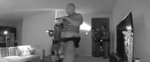 полицейские ходили по дому