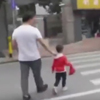 мальчик стал поводырём для отца