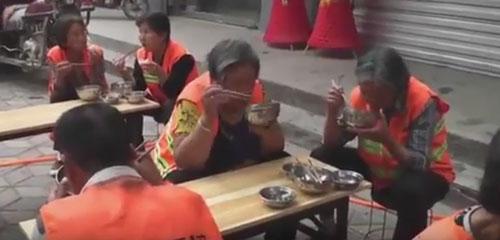 бесплатные завтраки для мусорщиков