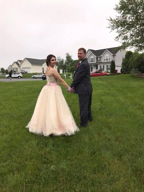 отец отвёл девушку сына на бал