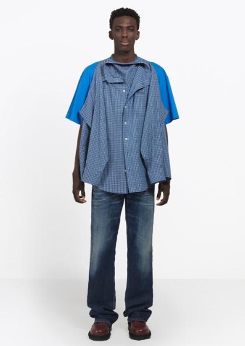 футболку соединили с рубашкой