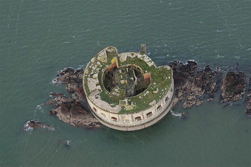 остров со старинным фортом