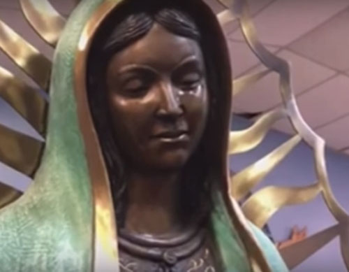 плачущая статуя девы марии