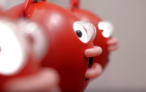 роботы поют и хлопают в ладоши