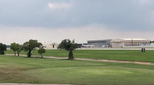поле для гольфа в аэропорту
