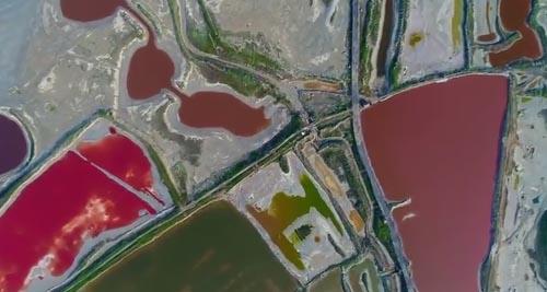 разноцветное солёное озеро