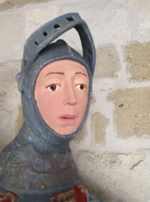 отреставрированная статуя святого
