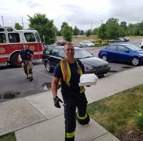 пожарные доставили пиццу