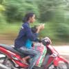 мамаша с ребёнком на скутере