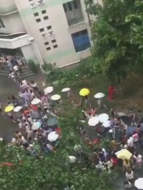 студентки спасли преподавателя