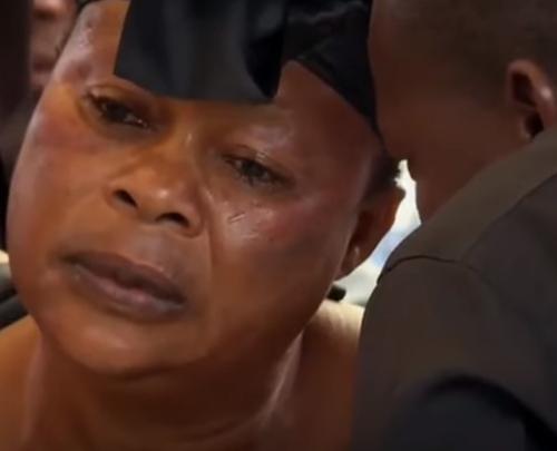женщины рыдают на похоронах
