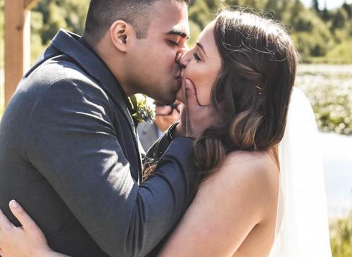 лось на фото жениха и невесты