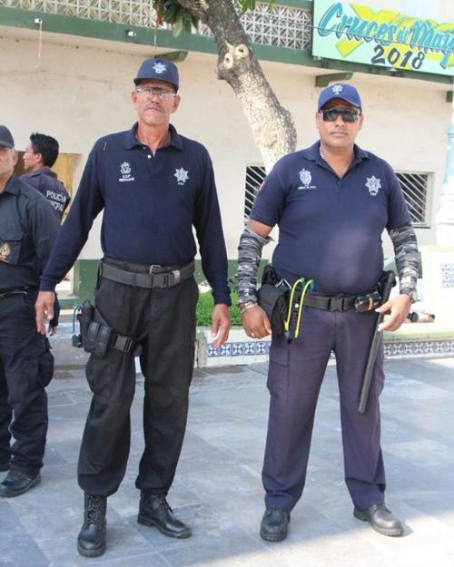 полицейским вручили рогатки