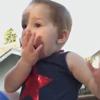 девочка впервые увидела фейерверк