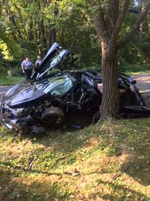 водитель-лихач врезался в дерево