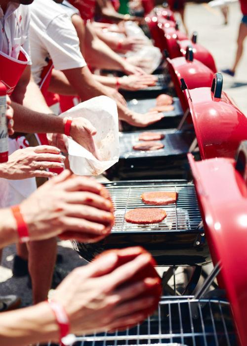 массовое приготовление гамбургеров