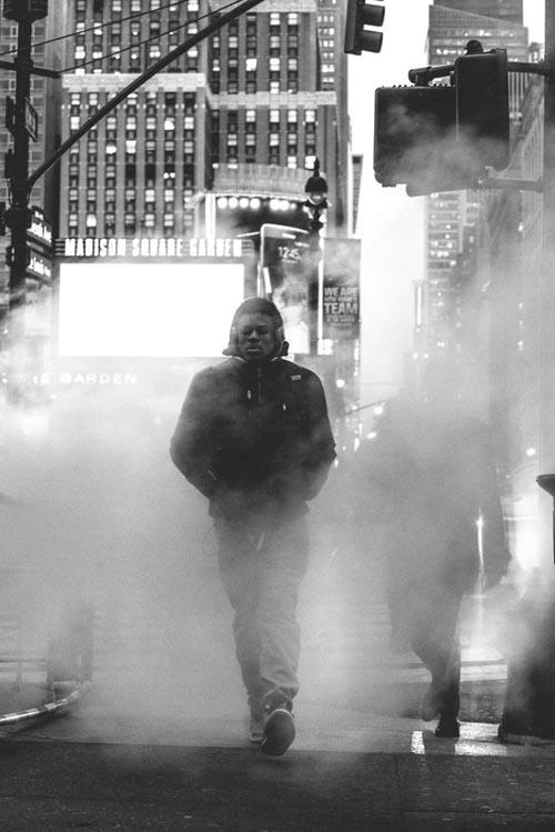 фотограф снимает одиночество