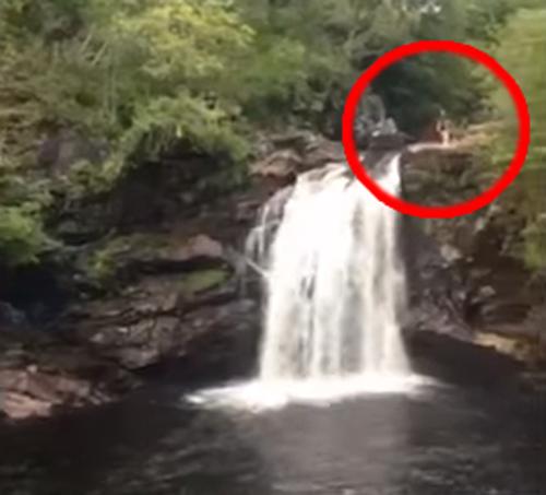 мать семейства прыгнула со скалы