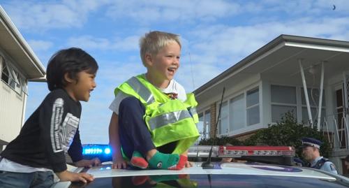 полицейские на дне рождения