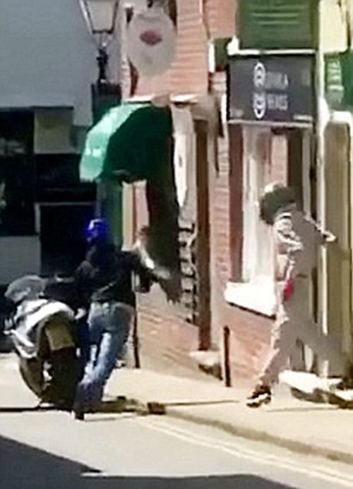 женщина украла у грабителей ключи