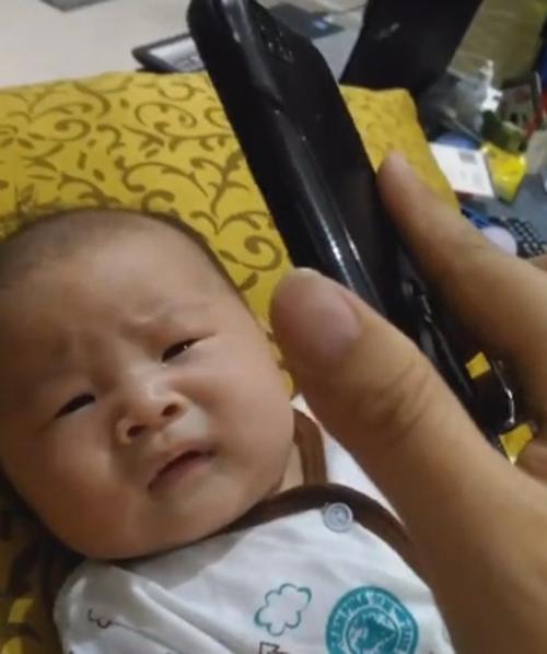 ребёнок перестаёт плакать
